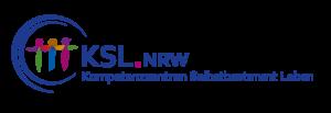 Logo des Kompetenzzentrum Selbstbestimmt Leben NRW: Drei bunte Figuren, die sich mit seitlich ausgestreckten Armenn berühren. Ums sie sind zwei offene Kreise die zur Schrift führen: KSL.NRW - Kompetenzzentrum Selbstbestimmt Leben