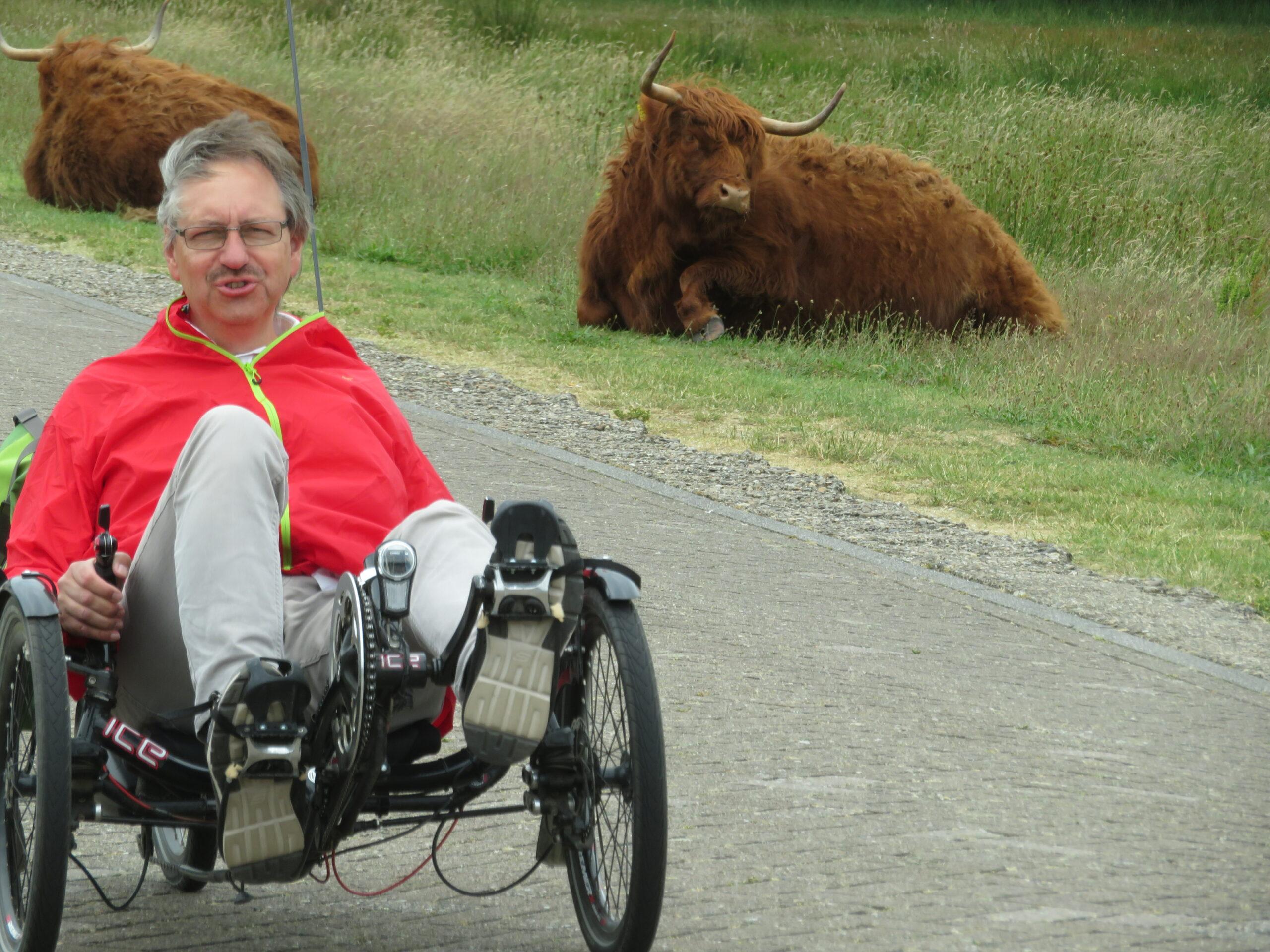 Foto Doktor Andreas Bach auf seinem Liegenrad