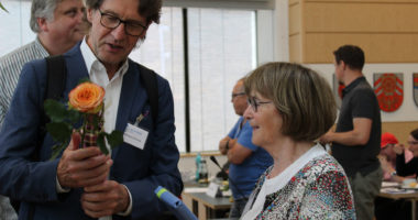 Dr. Willibert Strunz, ehemaliger Geschäftsführer der LAG SELBSTHILFE NRW und Geesken Wörmann.