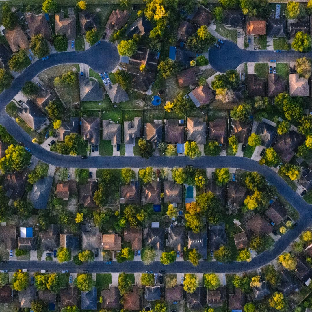 Blick auf ein Wohngebiet von weit oben