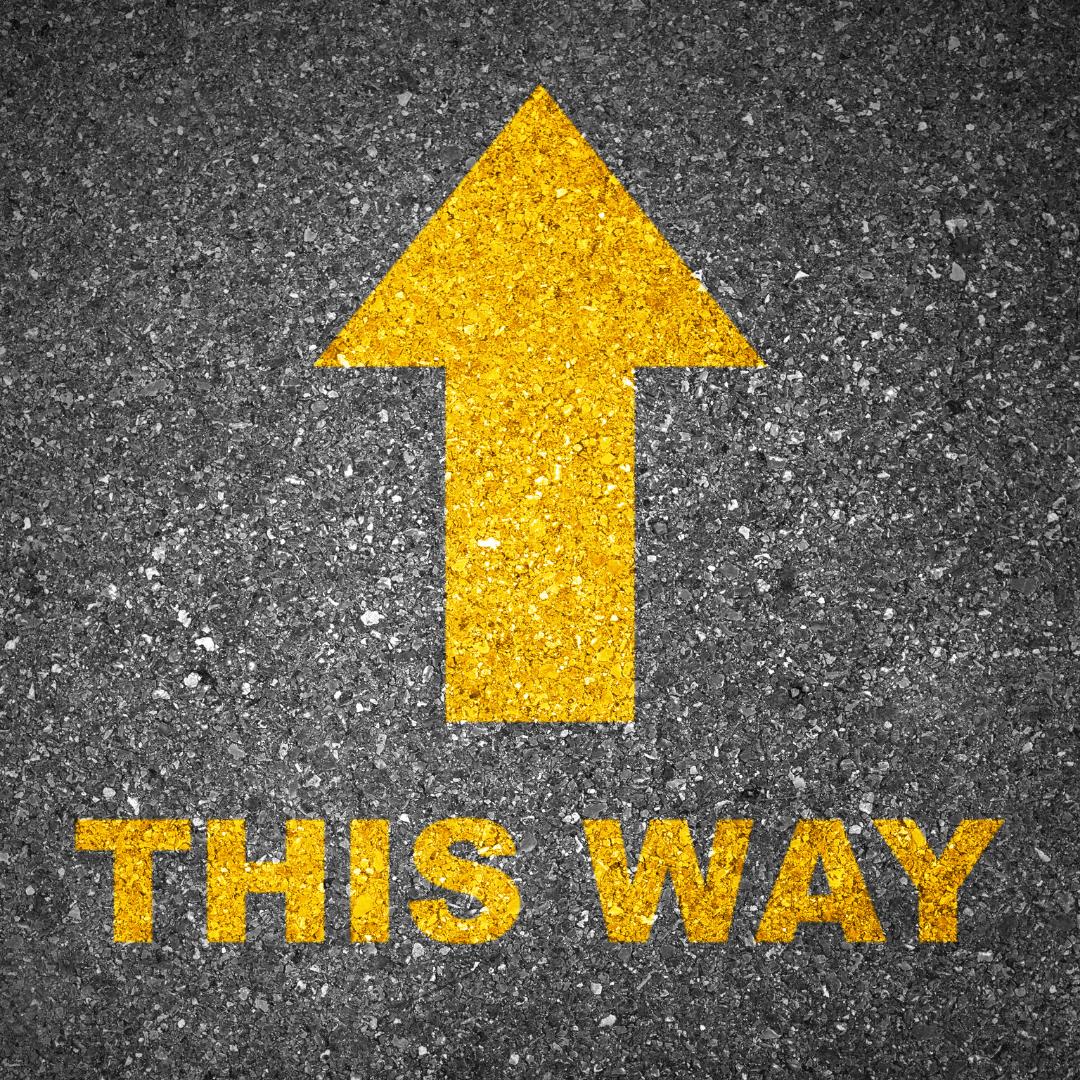 Ein gelber Pfeil und darunter der Text: This way